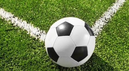 19192402-coin-de-terrain-de-football-avec-le-ballon-au-point-sélective.jpg